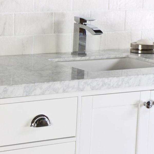 Bianco Carrara marmari með þykkingu.